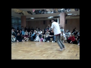 Trump vs. Crash. FootWork battle. Joker 2011